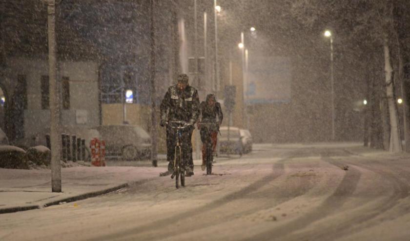 Fietsers in de sneeuw