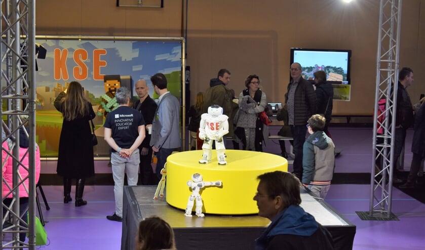 Robot NAO steelt de show. FOTO STELLA MARIJNISSEN