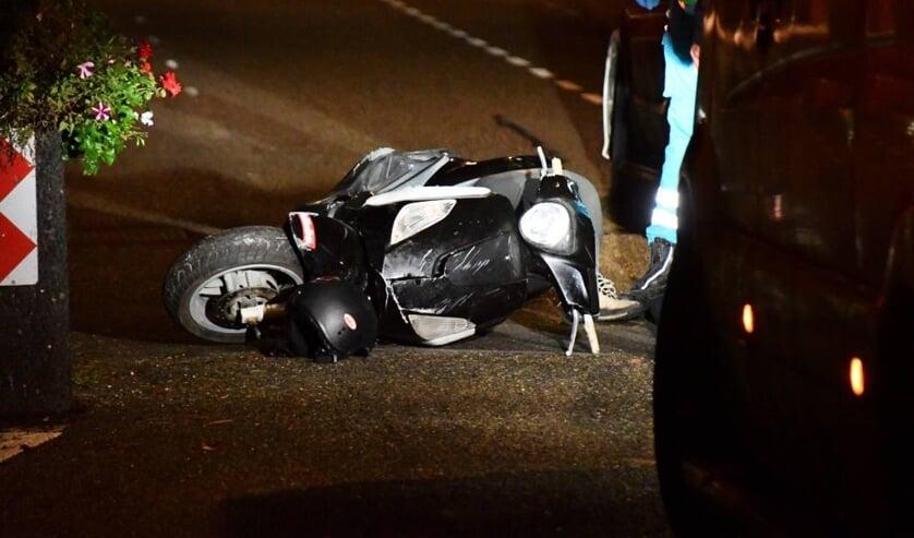 De scooter werd meegenomen naar het politiebureau.