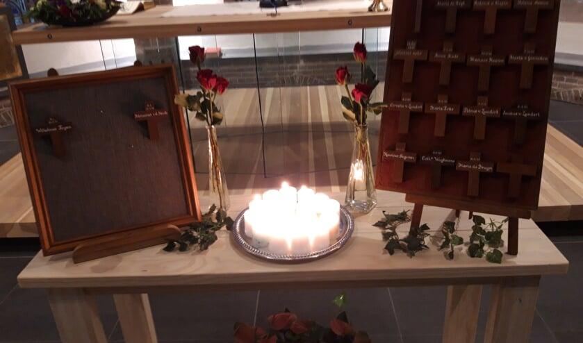 Twee kruisjes van Spundelse gesneuvelden in Nederland Indië en 14 kruisjes van Sprundelse slachtoffers Tweede Wereldoorlog.