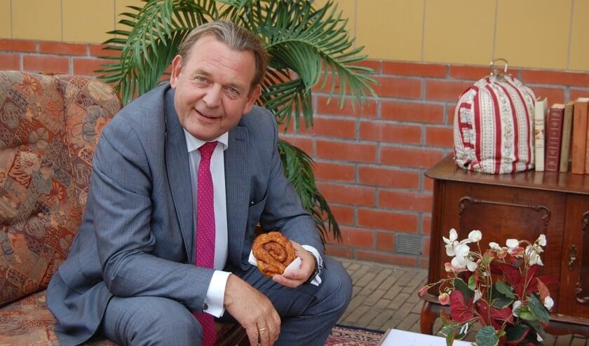 Een bolus mocht niet ontbreken tijdens het bezoek van Reinier van Zutphen. FOTO JESSICA ROVERS