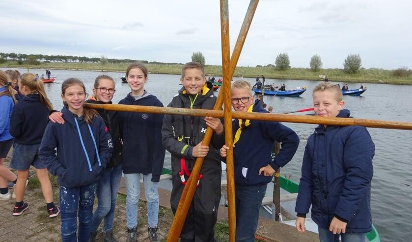 De orka's van Heenetrecht roeien hun eerste wedstrijd. FOTO MARIELJA TEN BRUGGENCATE