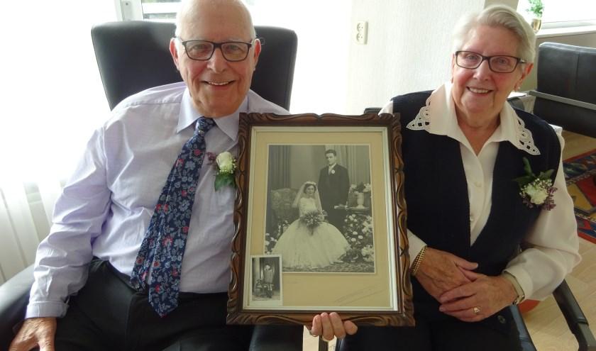 Het Souburgse paar Arnold en Cecile Mollet met hun trouwfoto.