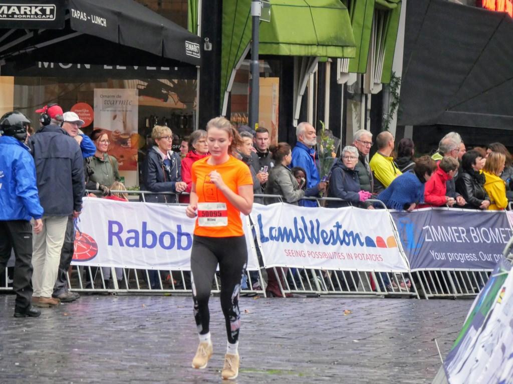 Ondanks de regen hebben duizenden hardlopers hun best gedaan.   Foto: Wesley van der Linde/GroenNieuws.nl © BredaVandaag