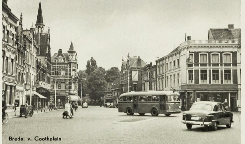Bus model 1935 op Van Coothplein.