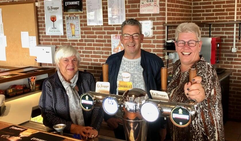 Joke Timmermans, Peter Gijzen en Elma Jochems genieten ervan als mensen genieten.