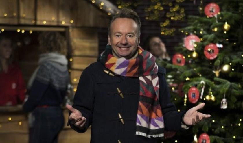 Joris Linssen strijkt met zijn tv-programma Joris' Kerstboom neer op het Abdijplein in Middelburg.