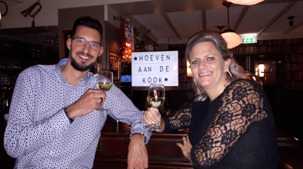 Ronald en Brenda waren naar eigen zeggen blij verrast door de enthousiaste reacties van de deelnemers. Foto: Hoeven aan de Kook  © Internetbode