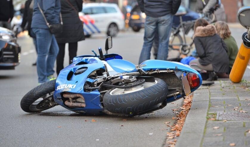 De motorrijder kwam tijdens het remmen ten val.
