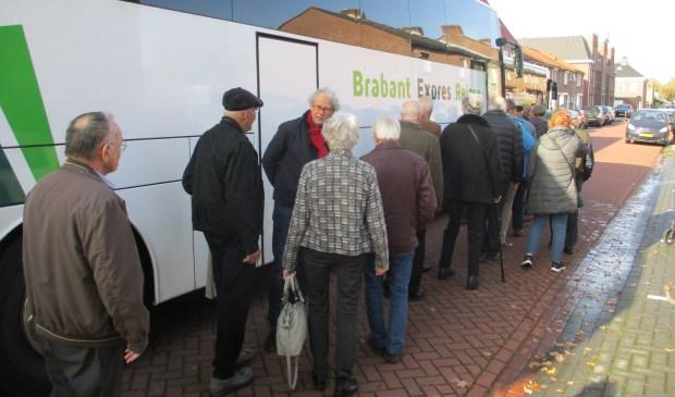 Er was veel belangstelling voor de bevrijdingsbus.  Foto: Ties Steehouwer © Internetbode