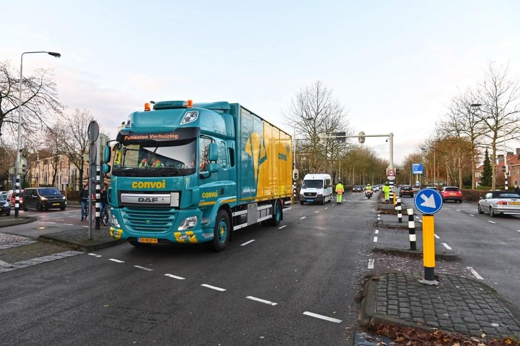Met een speciale vrachtwagen worden de patiënten vervoerd.  Foto: Tom van der Put © BredaVandaag