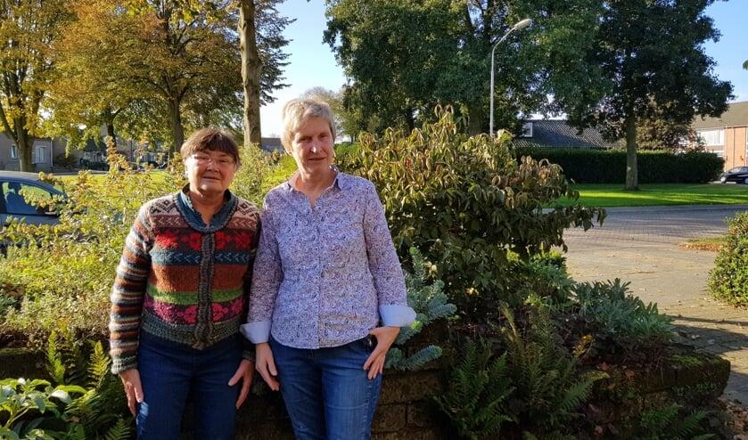 Wimke Overbeek en Jutta van der Schoot genieten van de lezingencyclus. FOTO EUGÈNE DE KOK