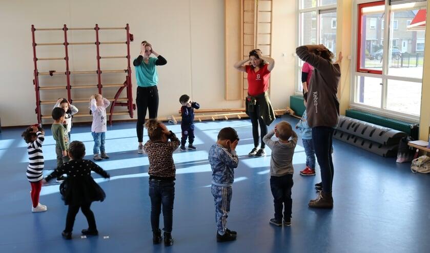 Dansgezelschap De Stilte is als eerste cultuuraanbieder gestart met danslessen voor de Vondel peutergroepen.