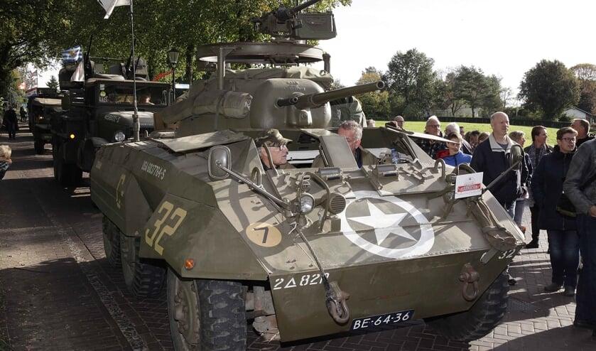 De tocht met militaire voertuigen was één van de hoogtepunten in een mooi herdenkingsjaar. FOTO HUMPHREY HEKHUIZEN