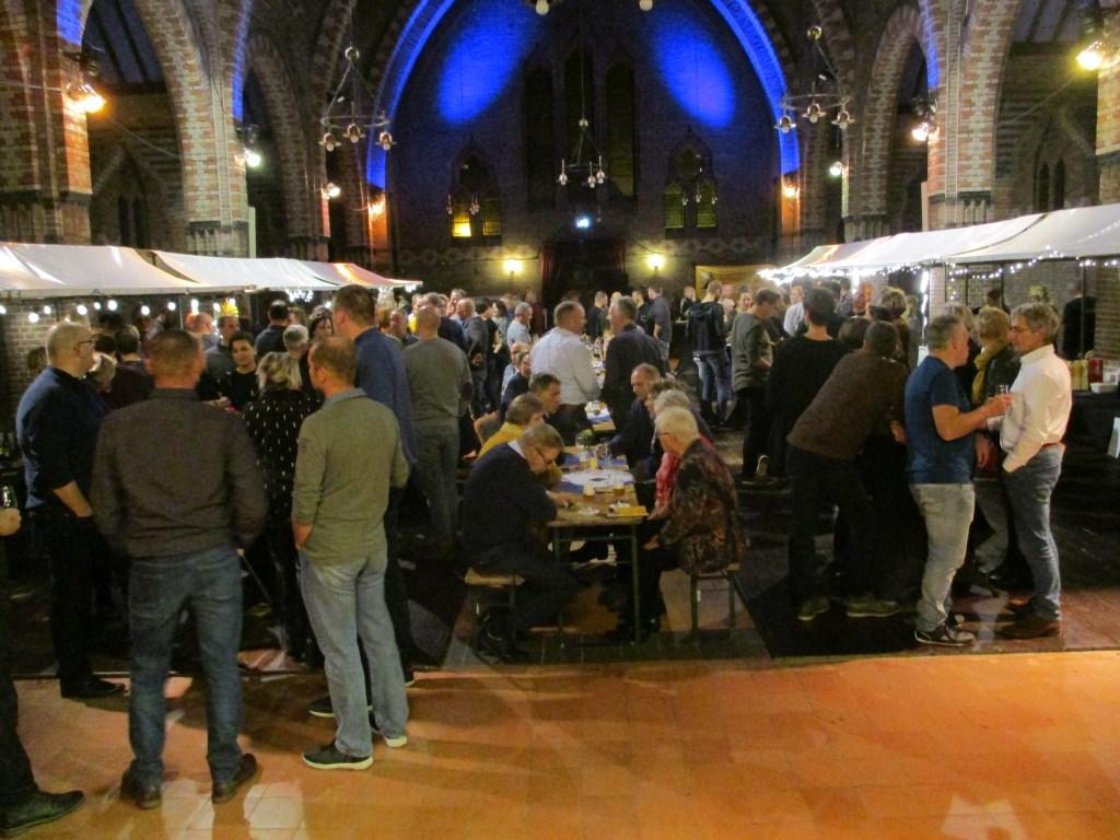 Veel mensen kwamen een biertje nuttigen.  Foto: Ties Steehouwer © Internetbode
