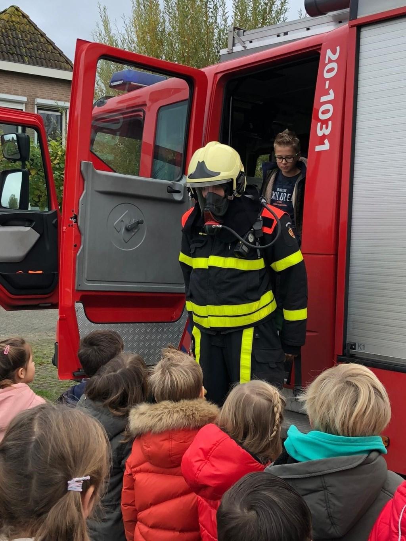 Papa vertelt over zijn beroep als brandweerman/ Foto: Monique Vogels © Internetbode