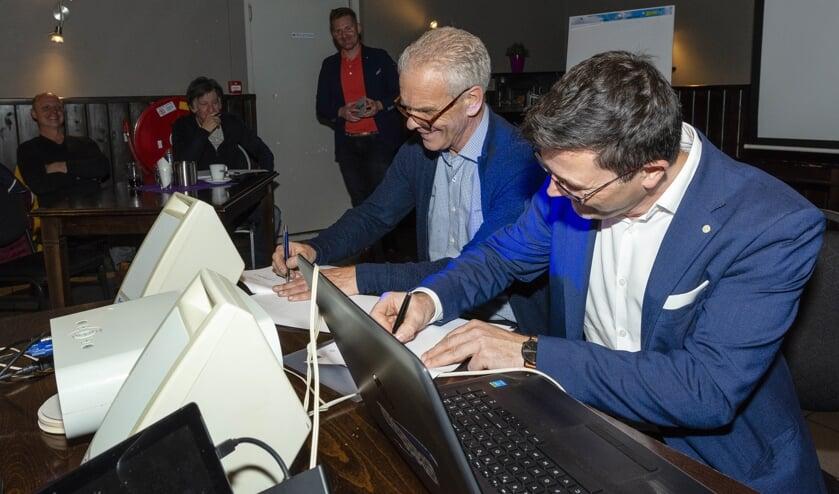 De samenwerking tussen Stichting Wielerpromotion Rucphen en SnowWorld wordt officieel bekrachtigd.