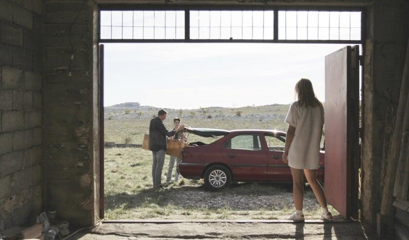 Een beeld uit de roadmovie 'Take me somewhere nice'. FOTO EMO WEEMHOFF