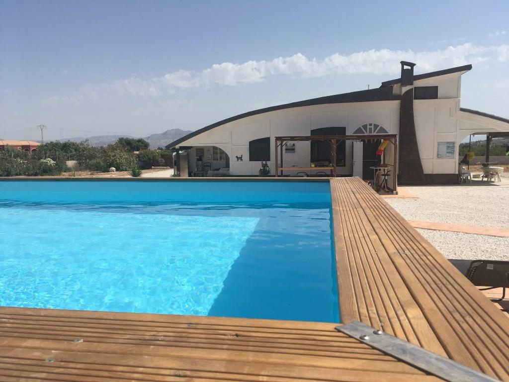 Ons huis met zwembad Foto: Gine Shearlaw-van Ineveld © Internetbode