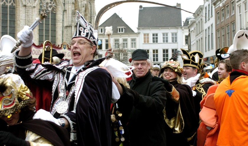 Burgemeester Rutte in de polonaise.