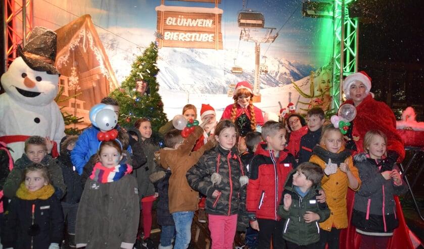 Gezellige kerstmarkt op het Van Bergenplein. FOTO STELLA MARIJNISSEN