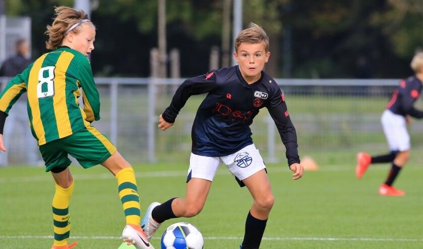 Tim van de Plasse (Sparta JO12) hier in actie tegen zijn voormalige club ADO Den Haag.