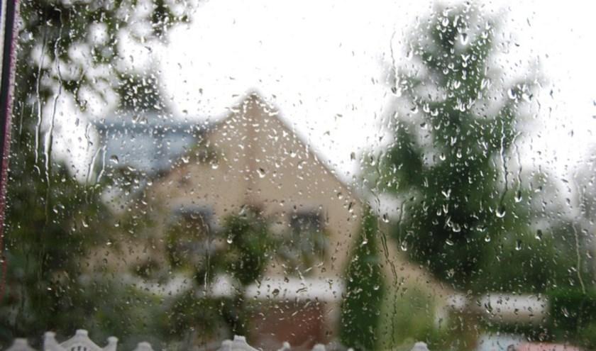 Zondagochtend regen, in de middag tijdelijk droog.