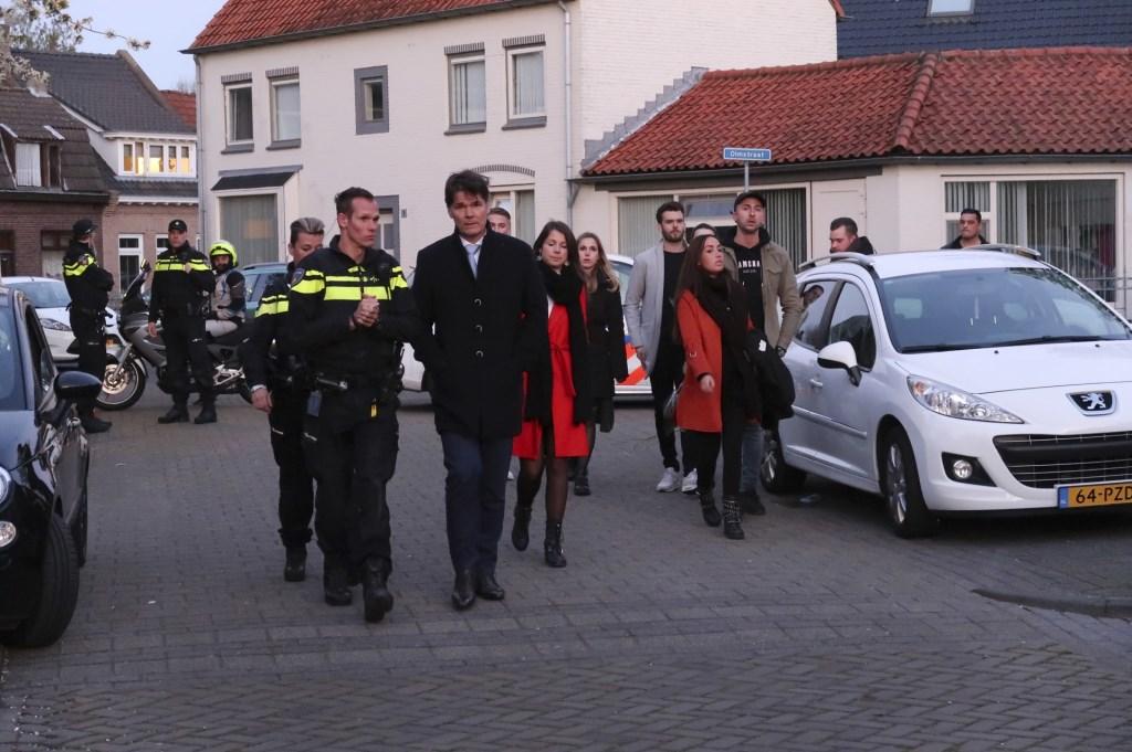 Burgemeester Paul Depla bij de herdenking van Ger van Zundert, woensdagavond in de Sparrenweg. Foto: Perry Roovers/SQ Vision © BredaVandaag
