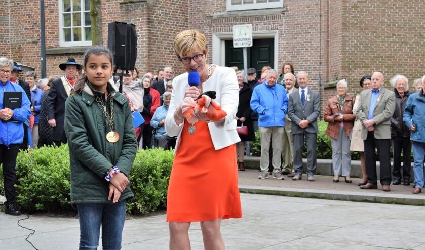 Burgemeester Miranda de Vries en jeugdburgemeester Indy van Dongen openen Konginsdag 2019. FOTO STELLA MARIJNISSEN
