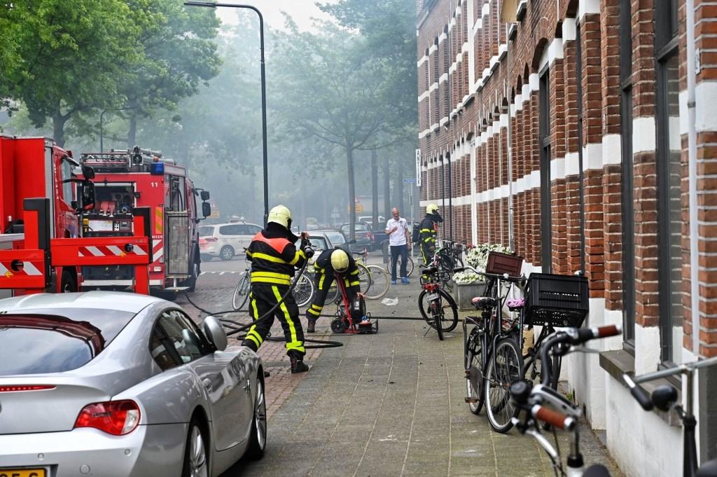 De brandweer heeft de brand onder controle.  Foto: Tom van der Put © BredaVandaag
