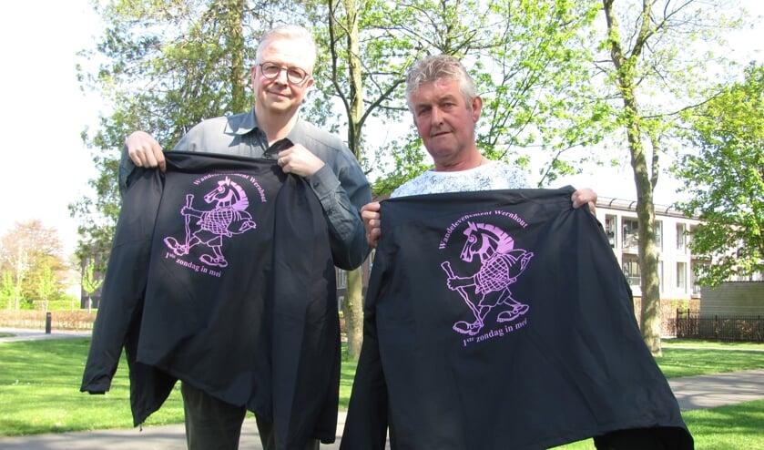 John van der Veeken (l) en Jack Schrauwen zijn klaar voor het Wandelevenement Wernhout.