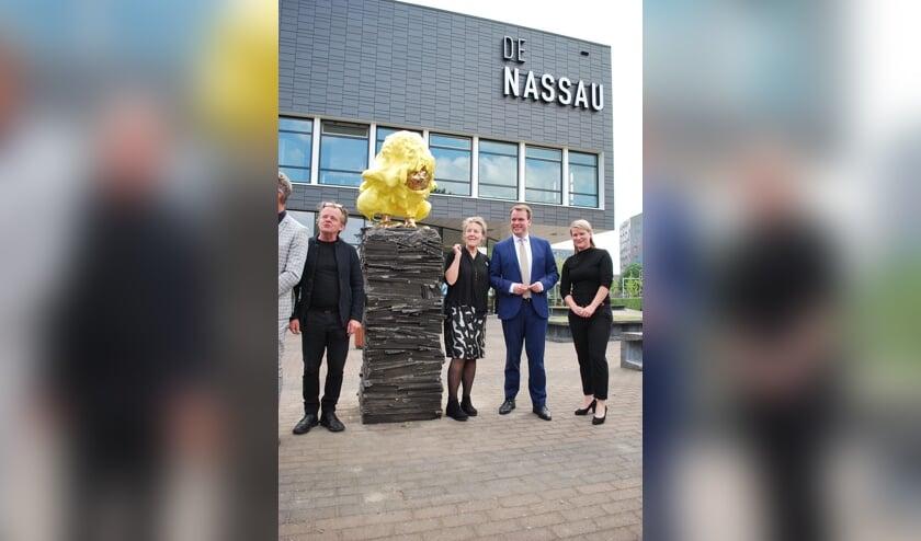 Woensdagmiddag werd bij De Nassau aan De la Reijweg een nieuw kunstwerk onthuld.