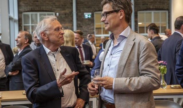 Juul Jochems (links) bouwmanagement van het projct praat met Marcel Hermans van de Gemeente Breda Jorgen Janssens/StadsFotograaf Breda © BredaVandaag