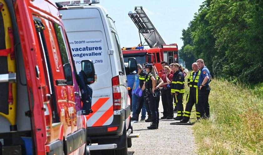 Zowel de politie als de brandweer is aanwezig.