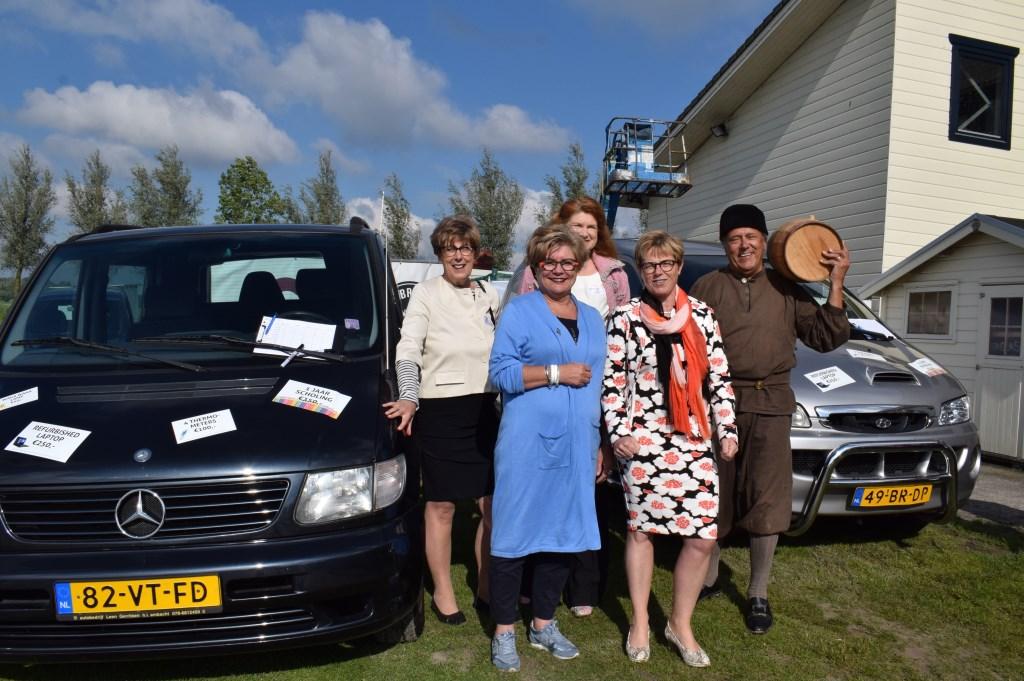 Vlnr Heleen van Rijnbach, Tineke de Ruiter, Nettie Aarts, Miranda de Vries en Adriaan van Bergen Foto: Stella Marijnissen © Internetbode
