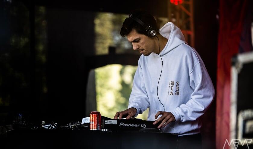 Een DJ tijdens Breda Barst