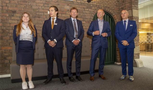 Directie en raad van Bestuur verwelkomen samen met twee studenten de gasten Jorgen Janssens/StadsFotograaf Breda © BredaVandaag