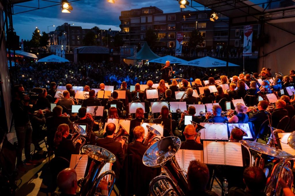 Charly Luske en het Militair Academie Orkest brachten een Tribute aan George Michael. Foto: Chris Kooistra © BredaVandaag