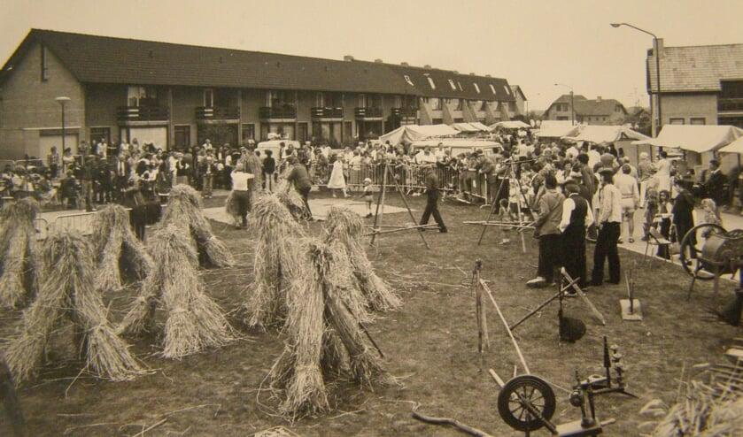 Beeld van de eerste editie van de Boerendag in 1977 aan de Frederikstraat-Nassaustraat: toen nog kleinschalig, maar al wel heel gezellig.