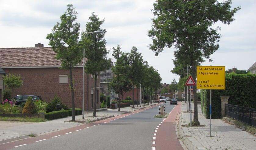 De Sint Janstraat in Sprundel gaat de komende maanden weer flink op de schop. Naar verwachting is de klus vóór december geklaard.