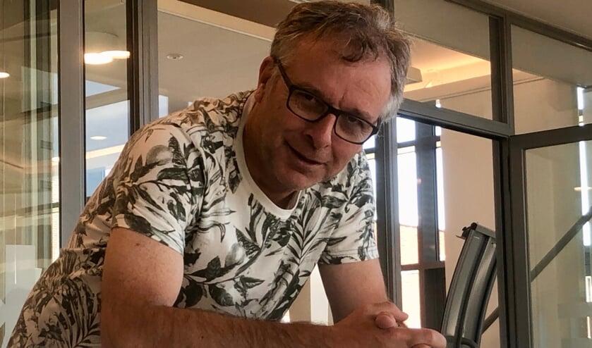 Wim is vereerd met zijn lintje, maar wil graag alle vrijwilligers van 't Veerke erbij betrekken.            FOTO: Johan Wagenmakers