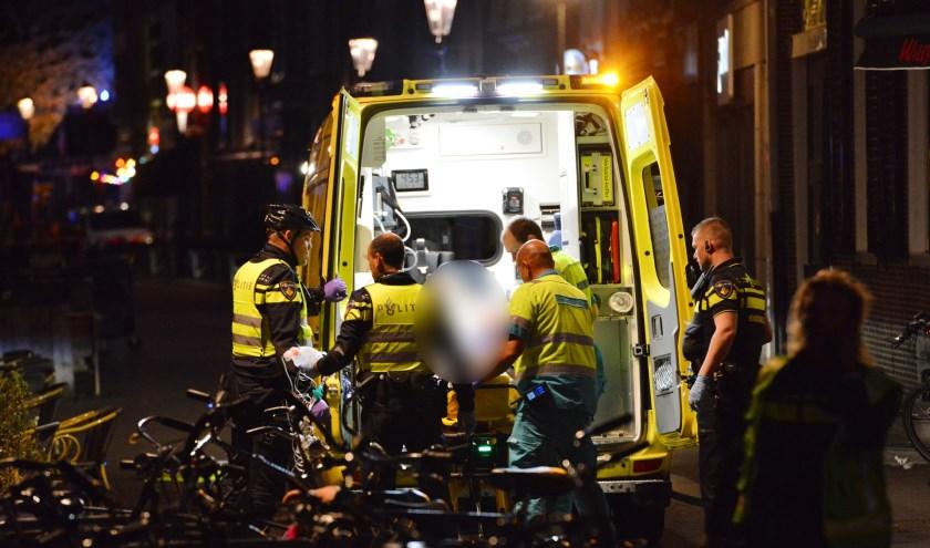 Het slachtoffer werd met ernstige verwondingen overgebracht naar het ziekenhuis.