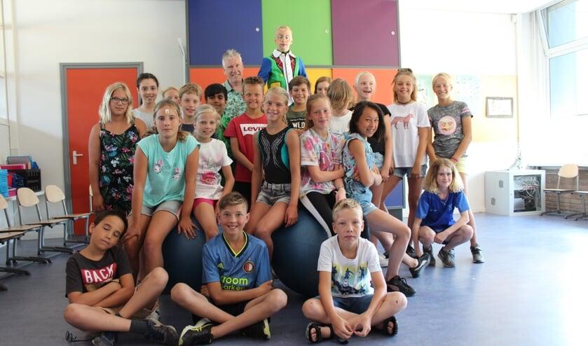 Meester Ger met zijn groep op de Groen van Prinstererschool in Dinteloord vertrekt na 43 jaar.