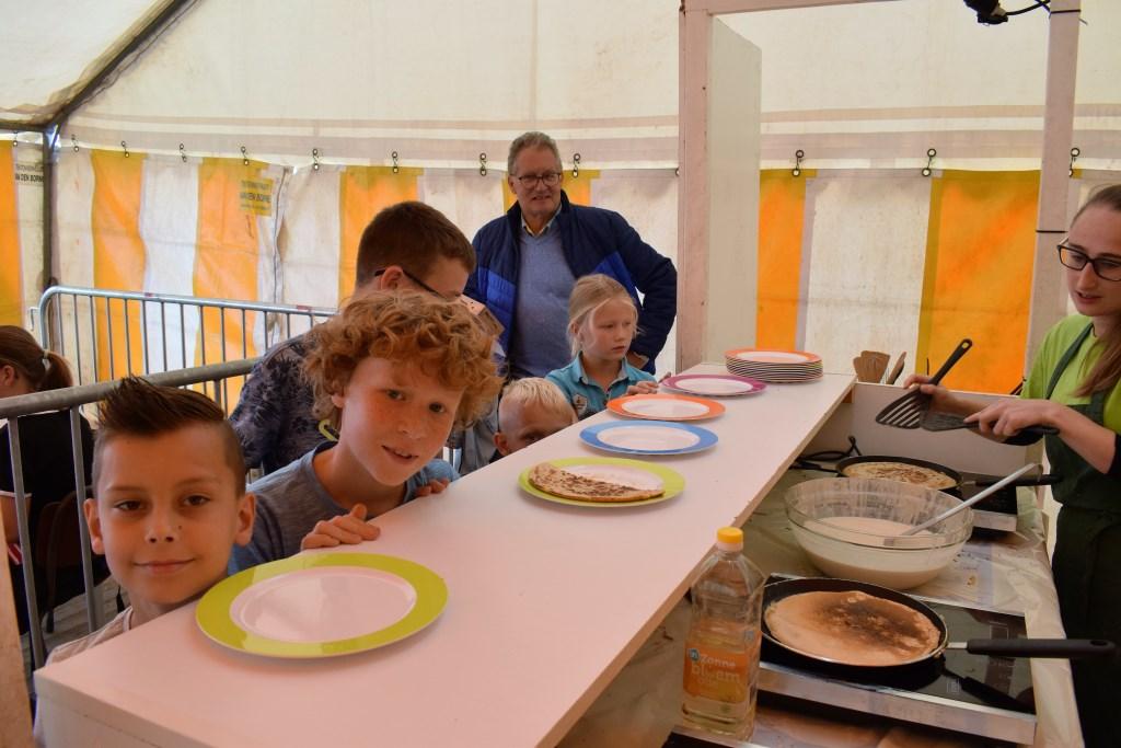 Genieten van pannenkoeken. FOTO STELLA MARIJNISSEN Foto: Stella Marijnissen © Internetbode