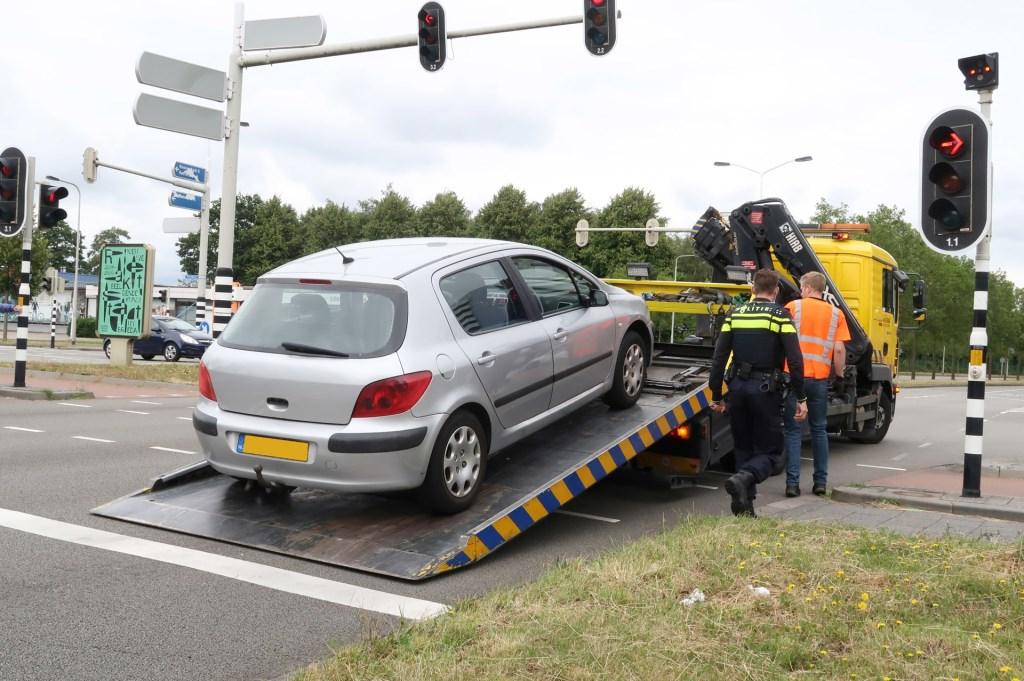 De auto van de verdachte is weggetakeld.  Foto: Perry Roovers © BredaVandaag