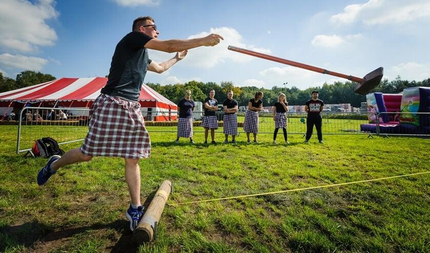 Tijdens de Highland Games worden zware atletische wedstrijdonderdelen uitgeoefend.