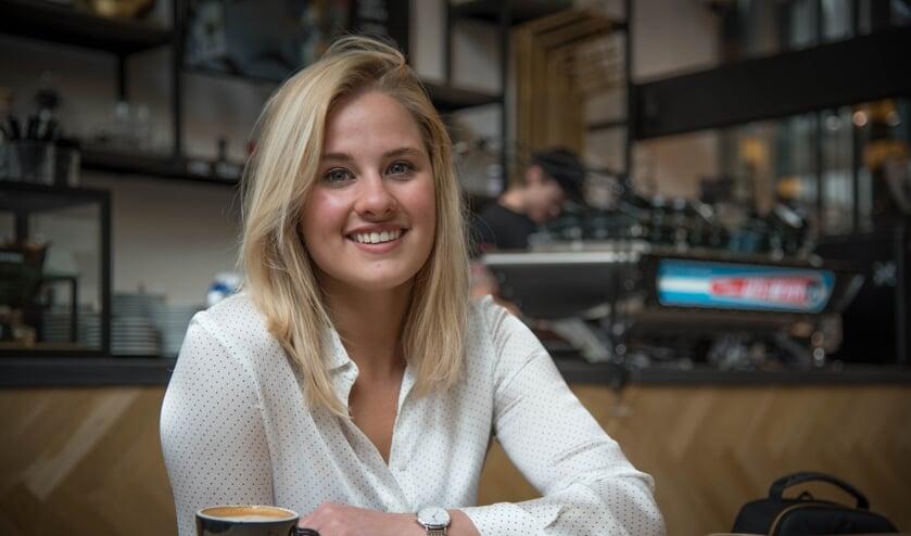 Sam Lasaroms bij een koffietentje in Breda