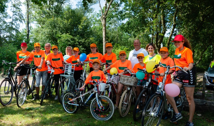 De eerste ploeg arriveert bij het rustpunt aan de Takspui in Roosendaal.