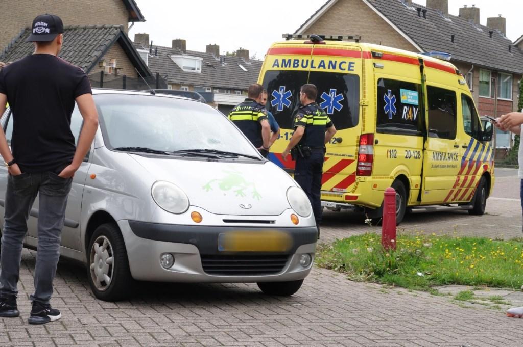De fietser is overgebracht naar het ziekenhuis.  Foto: Perry Roovers © Internetbode