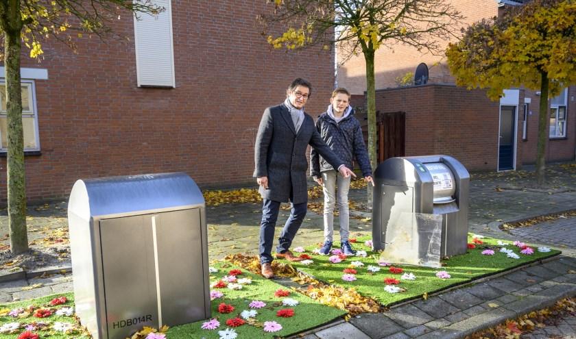 Wethouder Hans Wierikx (links) wil de hoeveelheid restafval terugdrinken naar 100 kilo per inwoner.